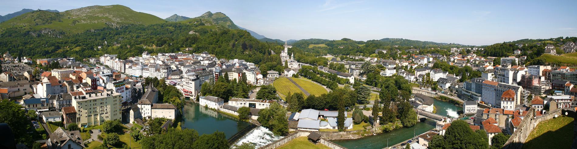 landscape around Lourdes