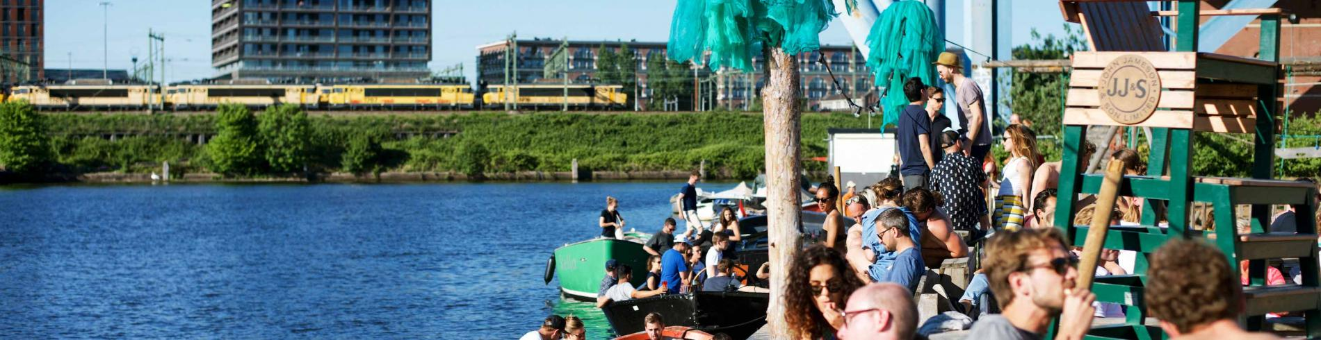 People enjoying drinks at Amsterdam Roest