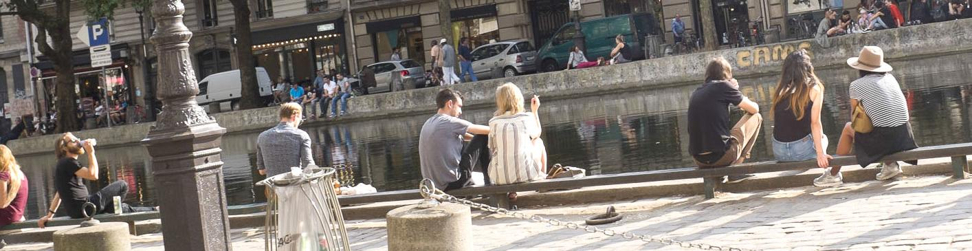 Couple, sitting on the quays, chatting in the sun