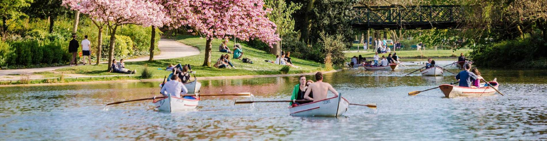People rowing on the lake at the Bois de Vincennes