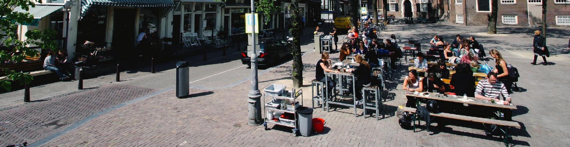 People sitting on a terrace outside Winkel 43