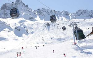 The ski slopes and ski lift at Valmorel
