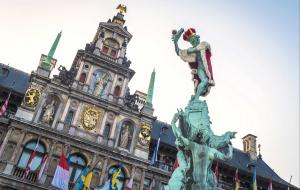 Town hall and statue bedecked with flags for Bollekesfeest