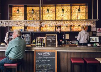A bartender at Bar du Gaspi