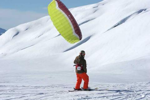 Man kite-surfing in la Rosiere