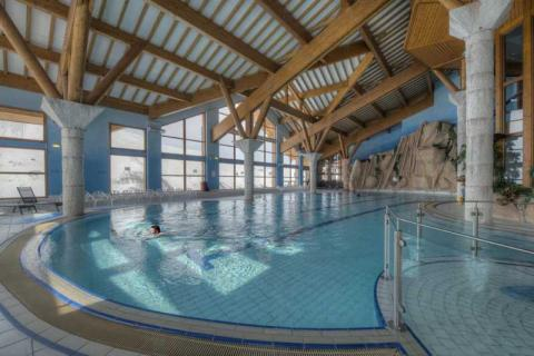 Swimming pool and spa in Les Menuires