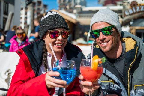 Couple drinking cocktails outside