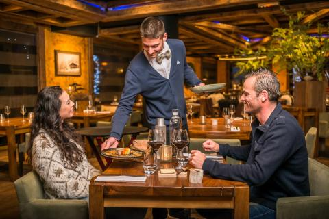 Couple eating in a restaurant in Tignes