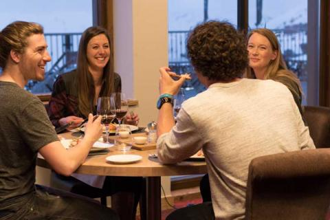 People eating and drinking in a Val Thorens restaurant