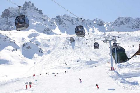 The ski slopes and ski lift at Valmorel