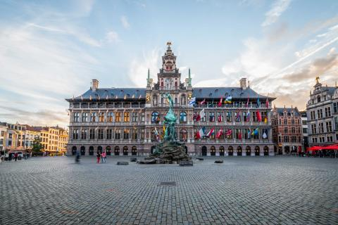 View of the Grote Markt with the statue in the foreground