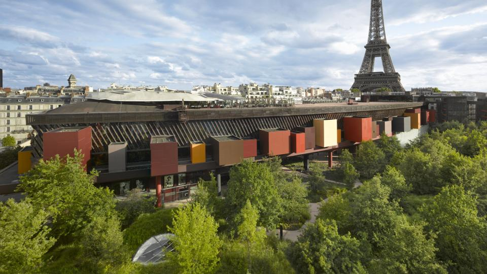 Museum with the Eiffel Tower in the background